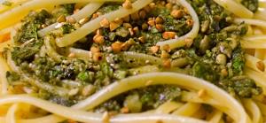 """Pesto di foglie di olivo Olivenblaetter-Pesto. Eine authentisch mediterrane Neu-Interpretation einer traditionellen Sauce ist dieses """"Pesto di foglie d'olivo""""."""